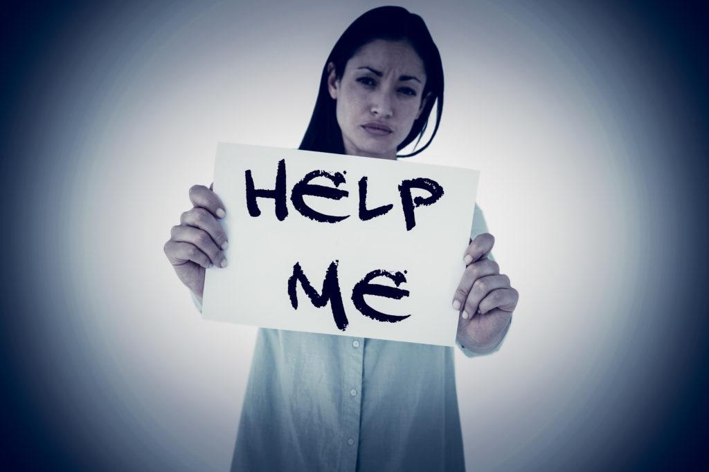 女性 救い 求める