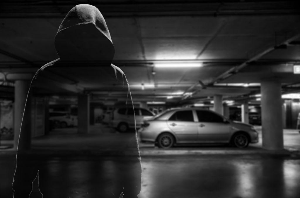 駐車場の車泥棒