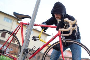 クロスバイクが盗難されにくい鍵の取り付け方は?手口から学ぶ鍵に必要な性能って?盗られやすい場所や状況を知って対策しよう!