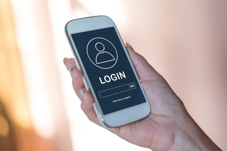 スマートフォンのログイン画面