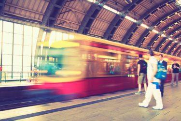 電車で痴漢の被害に遭わないための防犯方法とは?通勤・通学で避けるべき車両、乗車位置を解説!犯人はどんな人を狙っている?