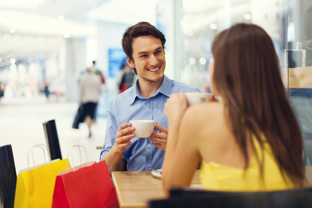 ショッピングモールのカフェ