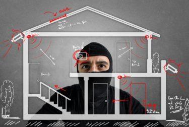 窓の防犯対策を徹底解説!鍵だけでは不十分?空き巣が嫌がるおすすめ防犯グッズはコレ!賃貸でも簡単にできる防犯方法を知ろう