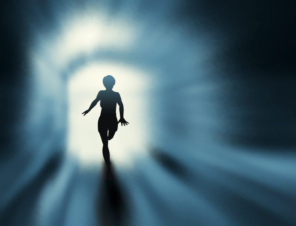 暗闇を走り抜ける