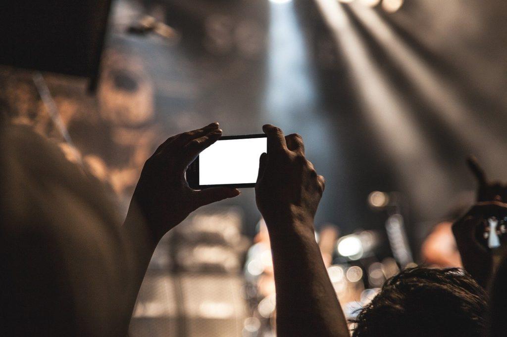 スマートフォンで動画を撮る