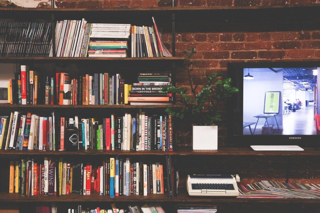 本棚 テレビ