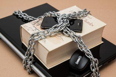 海賊版サイトの特徴とアクセスを回避する対策法を徹底解説!漫画や映画・動画を海賊版サイトで閲覧する違法性とリスクをご紹介