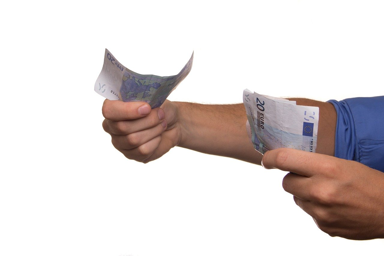 現金を貸す