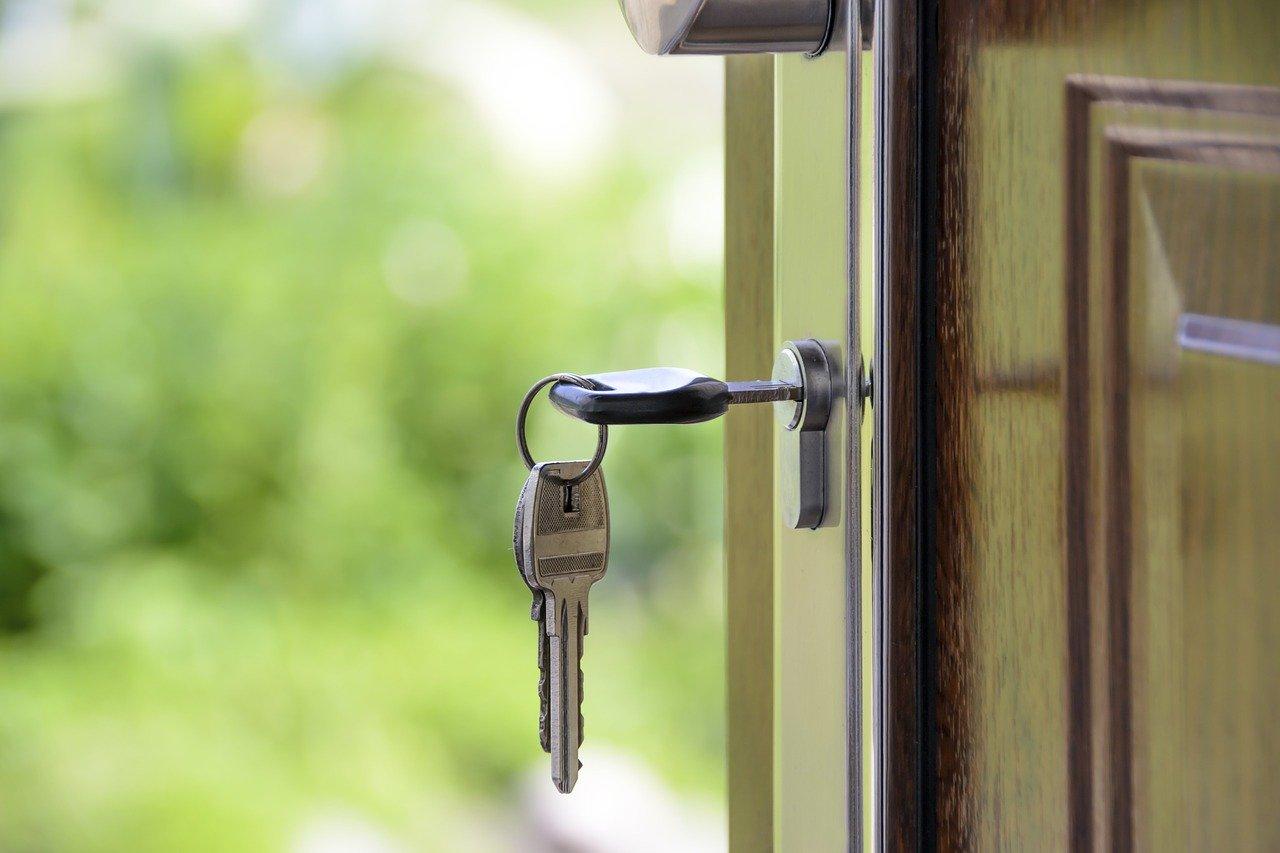 ドアに差し込んだ鍵
