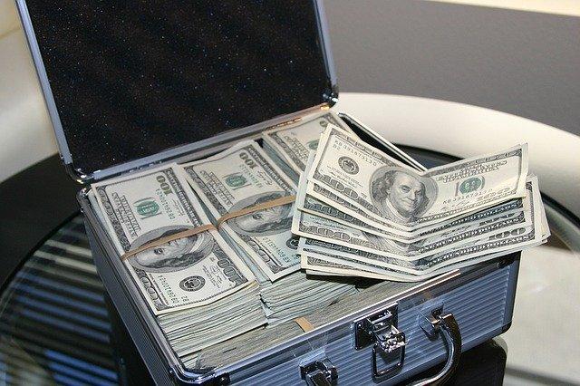 ドル紙幣の札束