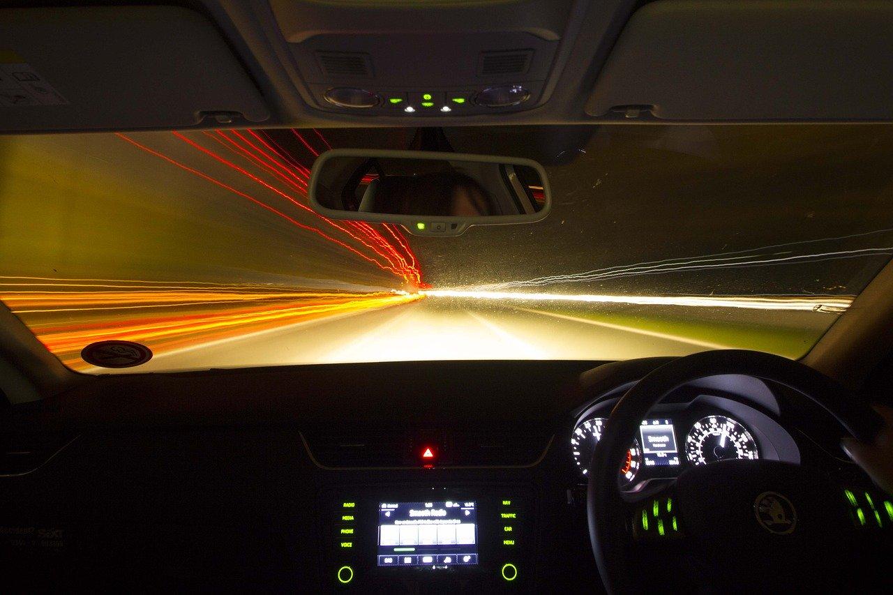 夜間のドライブ