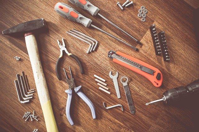 電気錠を取り付ける工具