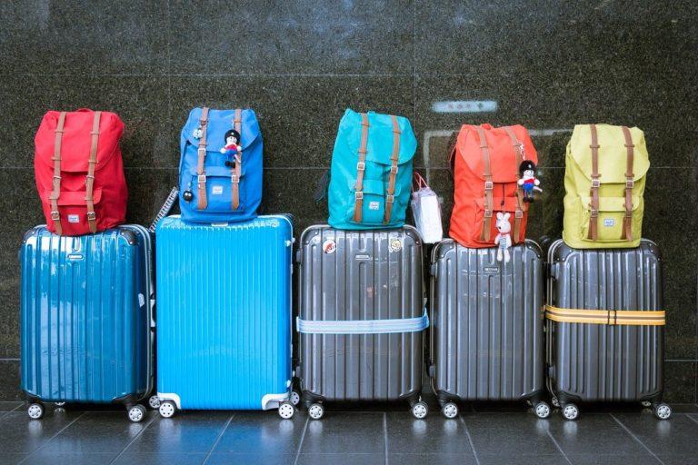 並んだ荷物