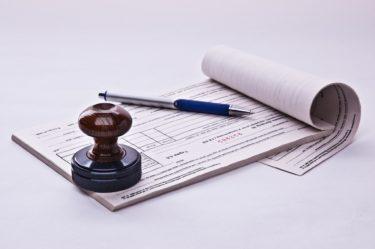 診断書偽造の違法性と見分け方を徹底解説!会社や学校・保険料申請時に偽造診断書が提出された場合の適切な対処法も確認しよう