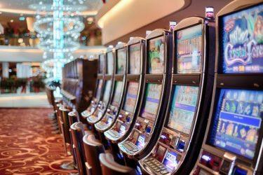 ギャンブル依存症で犯罪に手を染めない対策法を徹底解説!犯罪に関連するギャンブル依存症の危険性は?正しい治療法も確認しよう