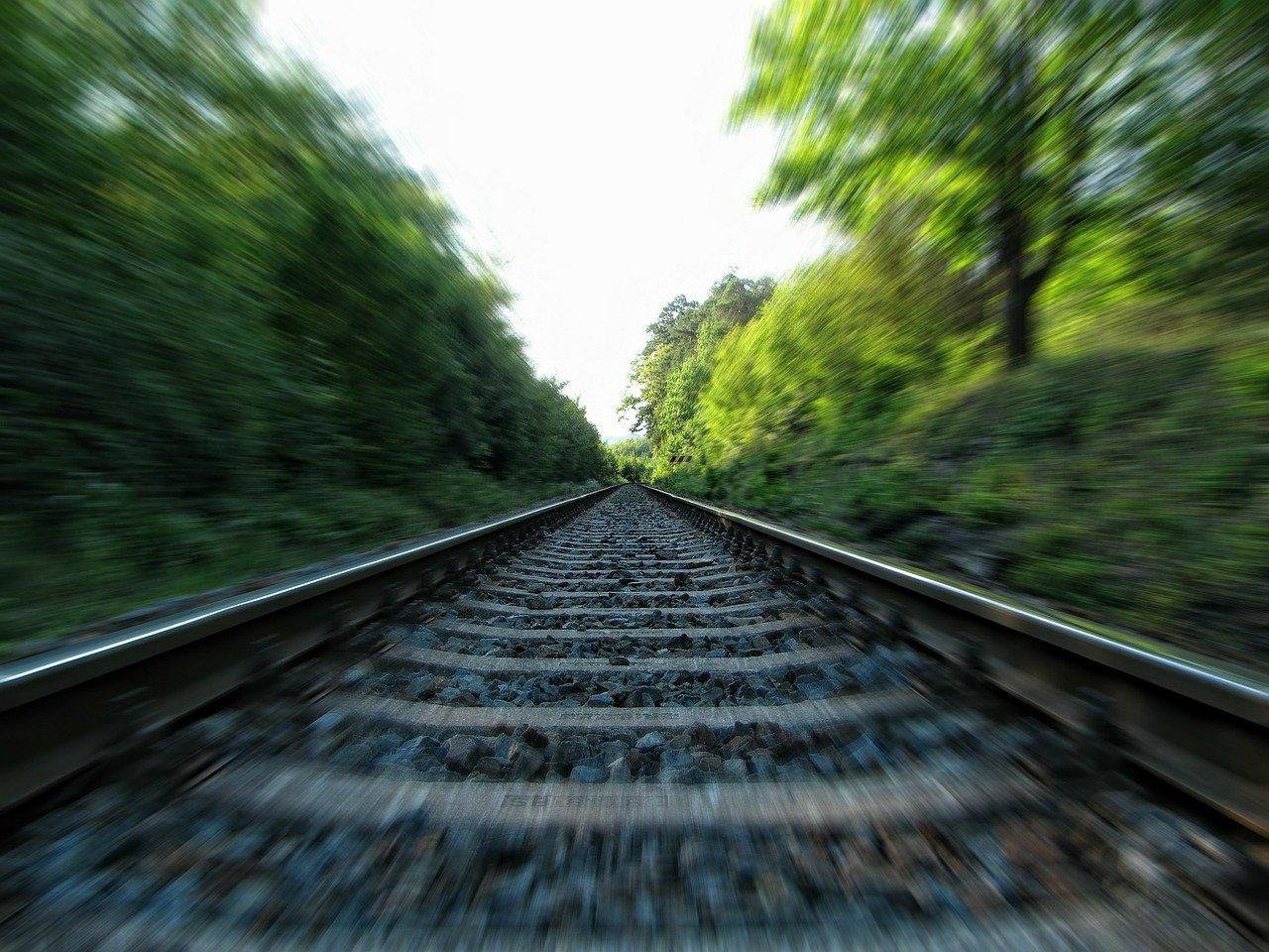 森の中の線路