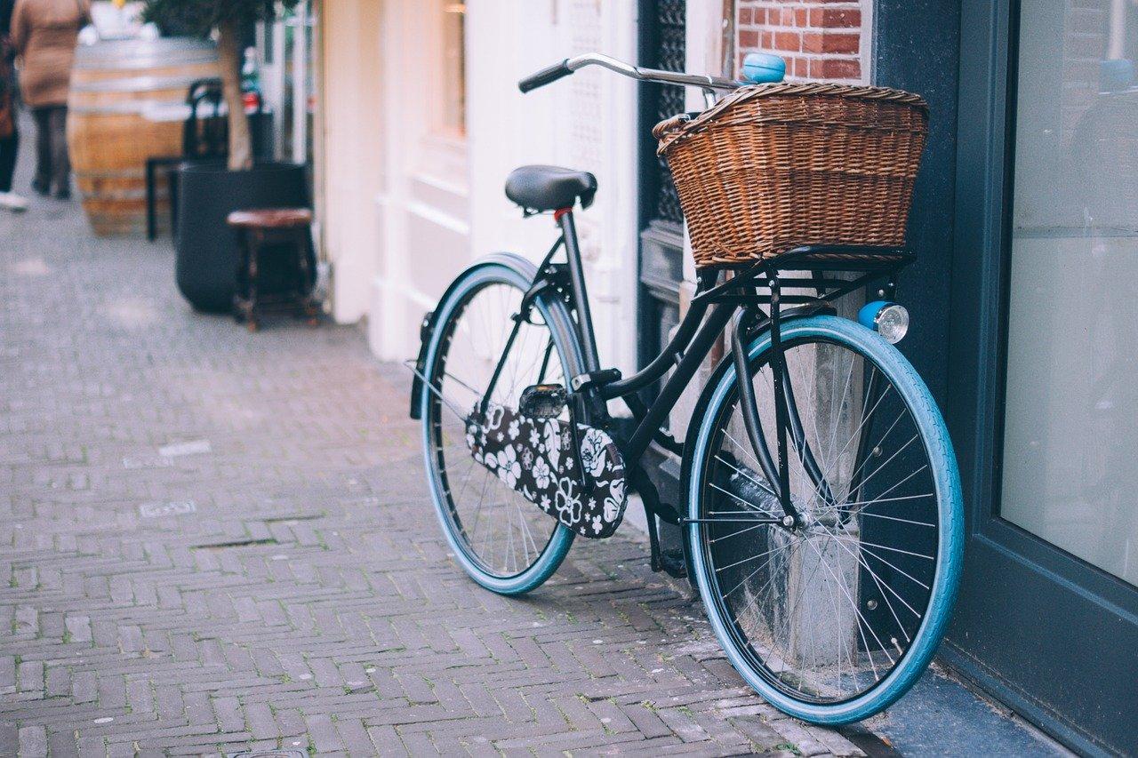 街中に停めてある自転車