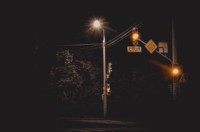 夜間の道路