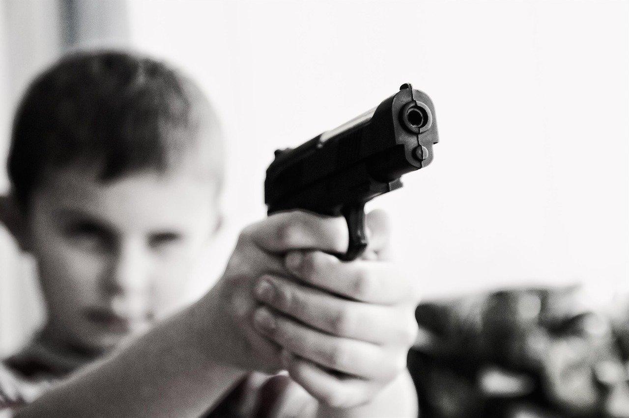 武器 暴力 子供