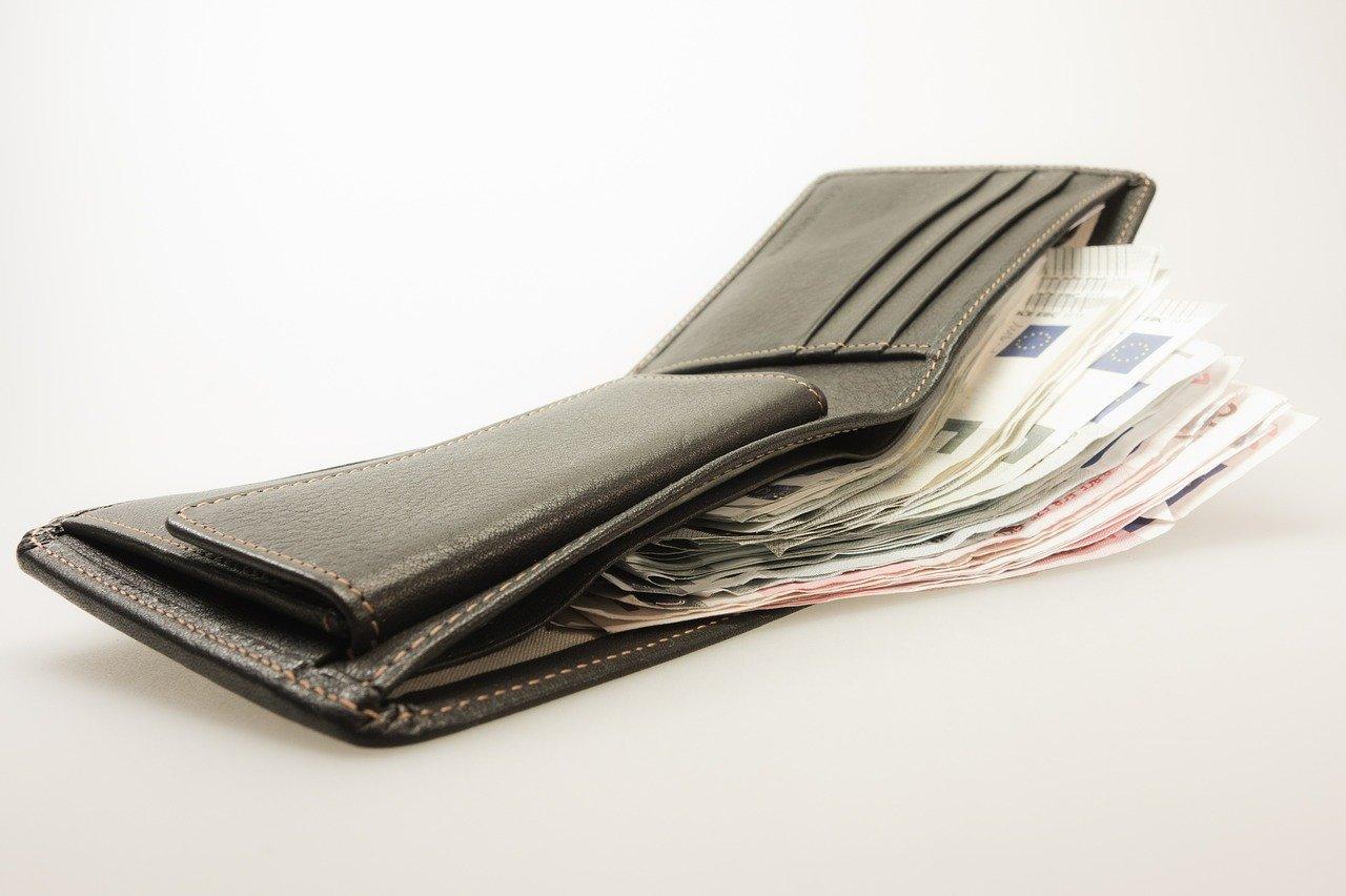お札の入った財布