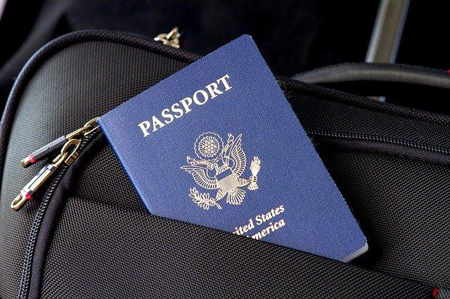 カバンに入ったパスポート