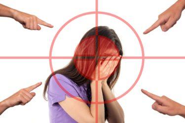 ネットいじめ対策を解説!家族にできることやおすすめアプリは?警察やネットいじめ相談への連絡の流れや法律の内容もチェック