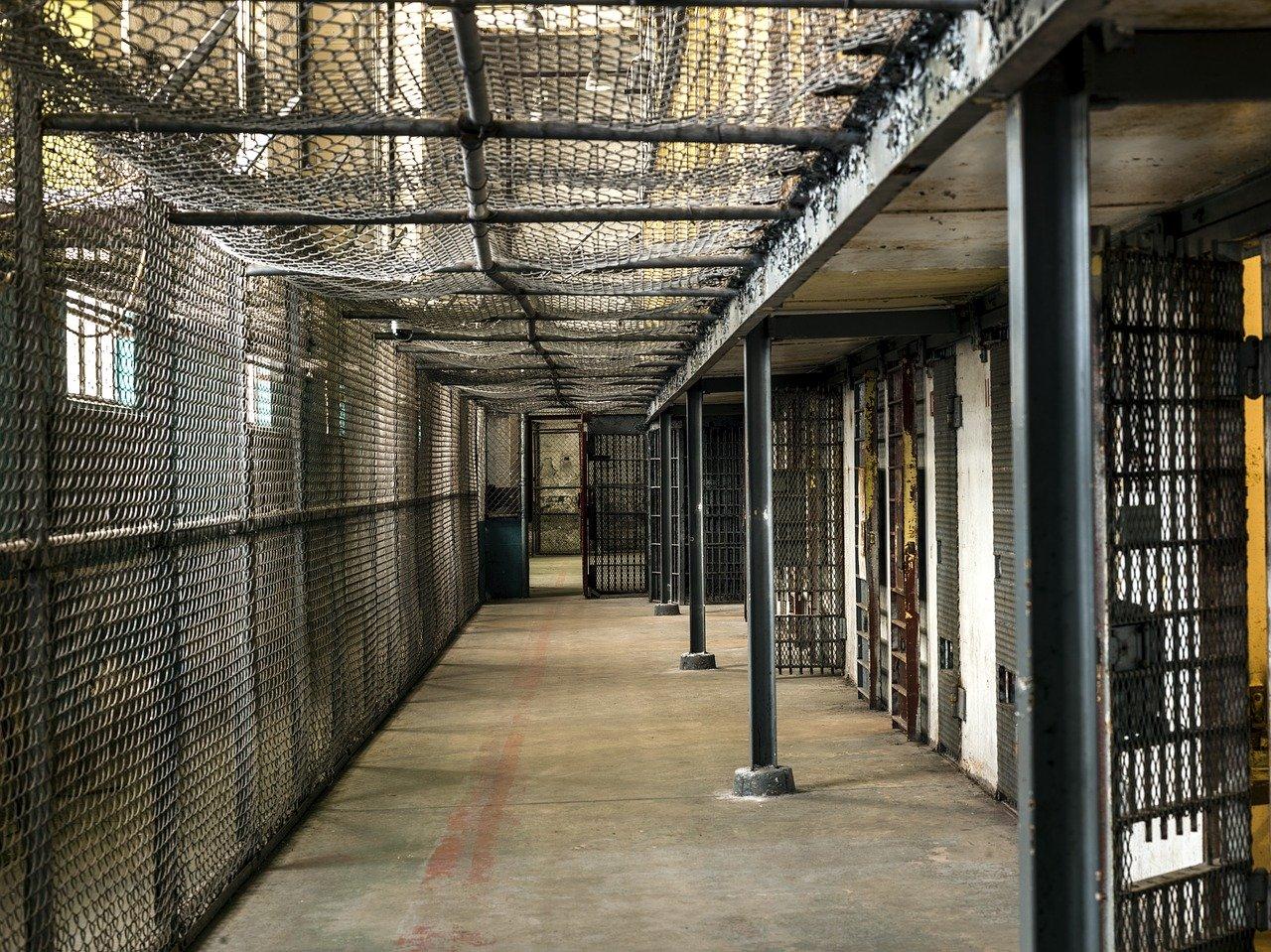 刑務所の廊下