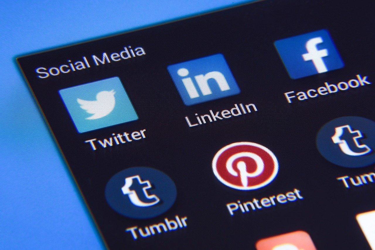 ソーシャルメディア ツイッター フェイスブック