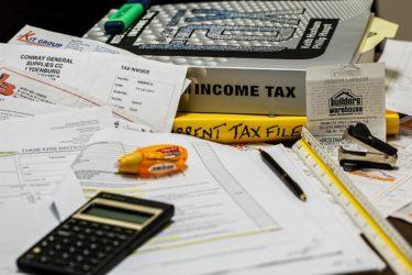 所得隠しの違法性と罪を未然に防ぐ方法を解説!脱税との違いや罰則内容とは?アルバイト・副業収入を扱う際の注意点もご紹介