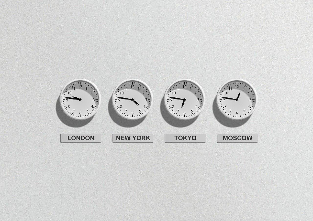 4つの壁掛け時計